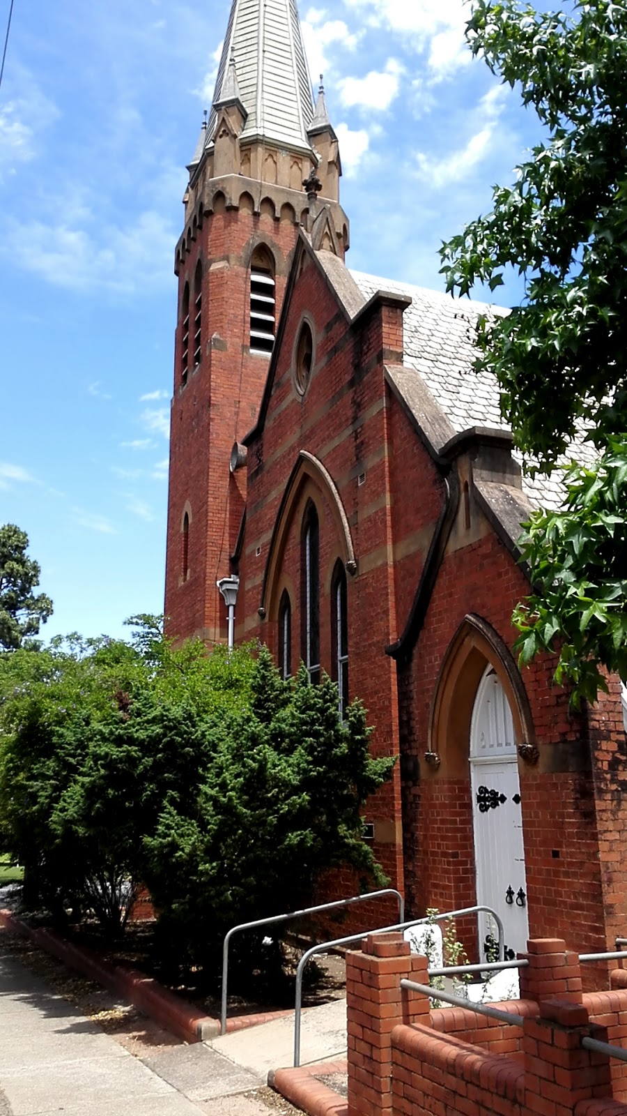 Saint Johns Uniting Church | church | 39 Douglas St, Narrandera NSW 2700, Australia | 0269592097 OR +61 2 6959 2097