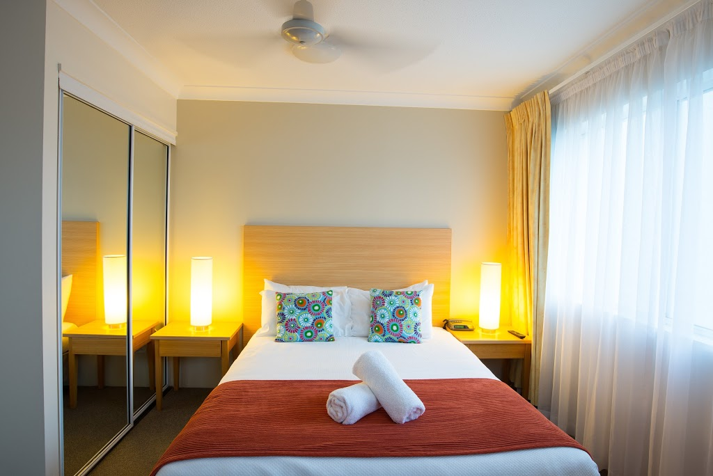 Golden Shores Holiday Club | lodging | 210 Marine Parade, Southport QLD 4215, Australia | 0755913577 OR +61 7 5591 3577