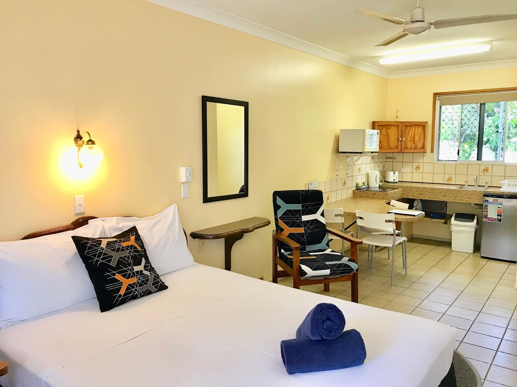 Paradise Court   lodging   181-183 Shute Harbour Rd, Cannonvale QLD 4802, Australia   0749467139 OR +61 7 4946 7139