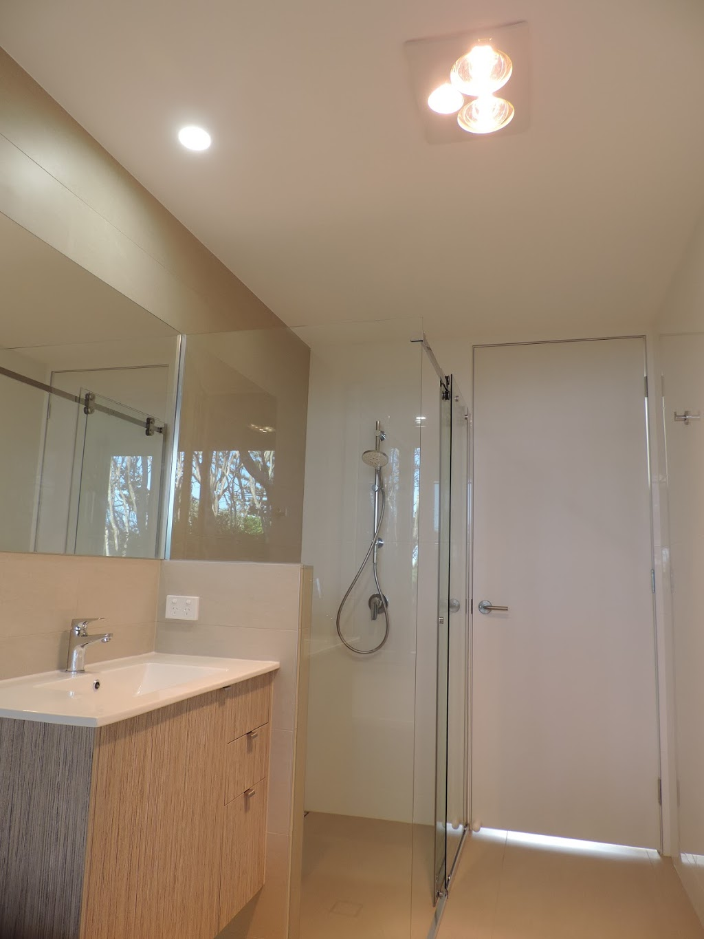 Zenith Electrical Solutions Pty Ltd   electrician   5/16 Tectonic Cres, Kunda Park QLD 4556, Australia   0754933840 OR +61 7 5493 3840