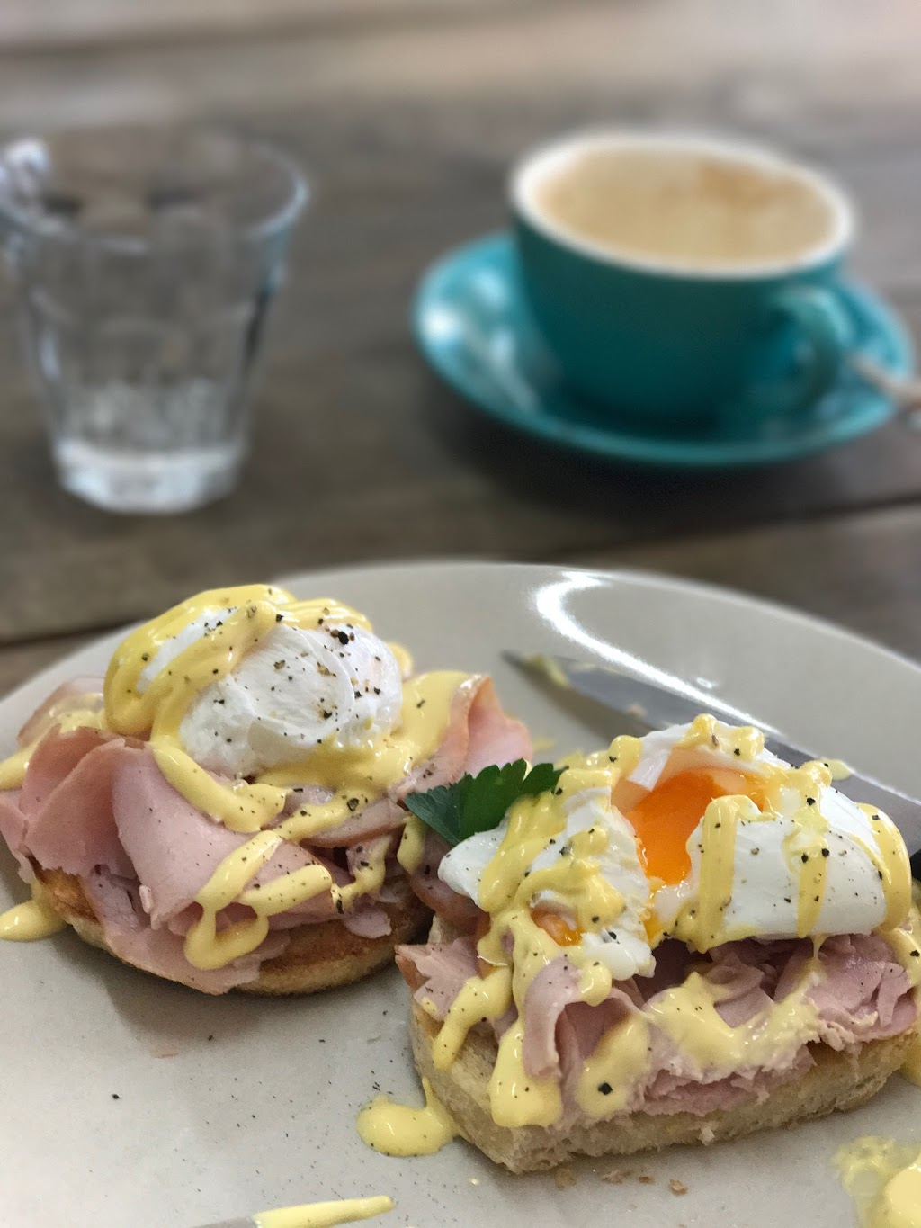 Feathers Cafe | cafe | 66 Cassilis St, Coonabarabran NSW 2357, Australia | 0268421141 OR +61 2 6842 1141