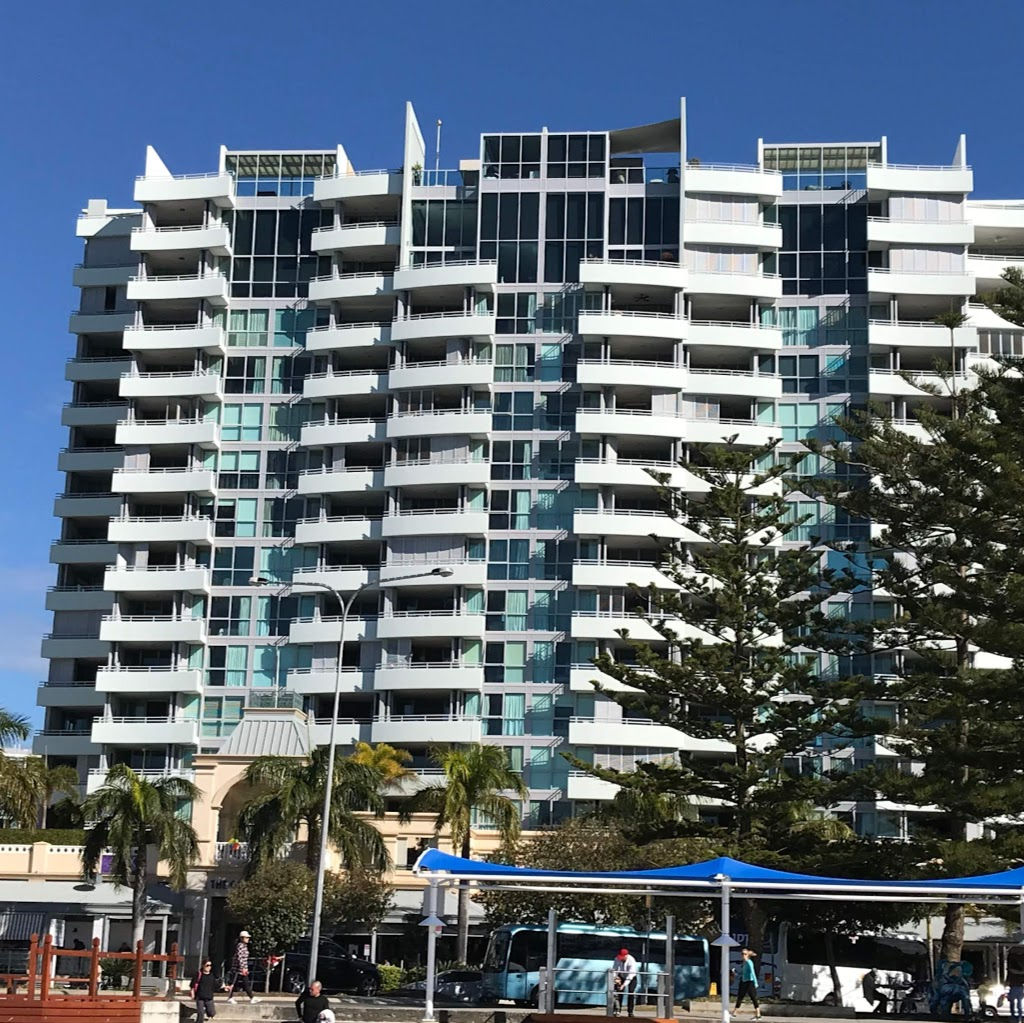 Grand Hotel Apartments Gold Coast by owner | lodging | 360 Marine Parade, Labrador QLD 4215, Australia | 0411564864 OR +61 411 564 864