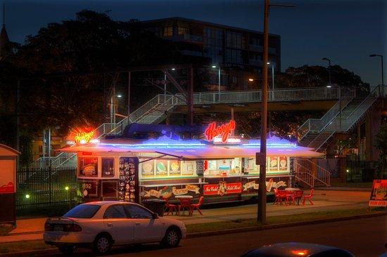 Harrys Cafe de Wheels - Newcastle | bakery | 199 Wharf Rd, Newcastle NSW 2300, Australia | 0423005055 OR +61 423 005 055