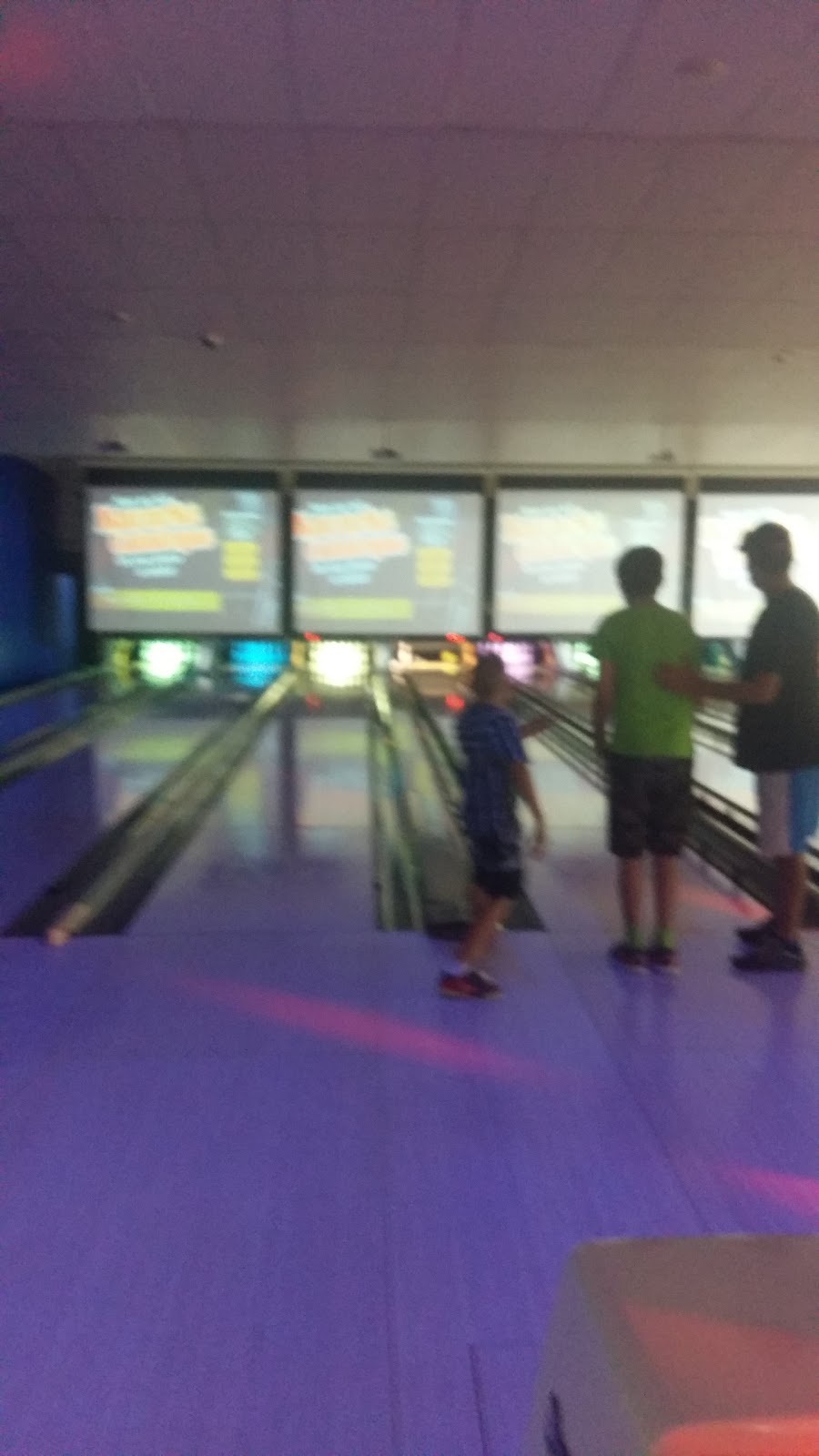 Campbelltown City Bowl | bowling alley | 11 Hollylea Rd, Leumeah NSW 2560, Australia | 0246255222 OR +61 2 4625 5222