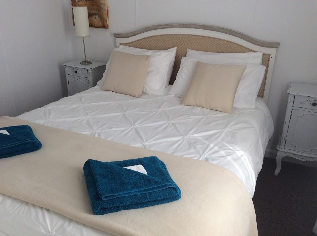 Effloresce Bed & Breakfast | lodging | 51 Metung Rd, Metung VIC 3904, Australia | 0351562153 OR +61 3 5156 2153