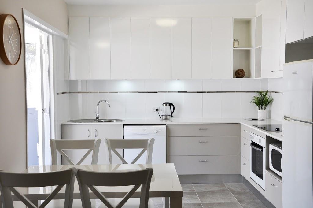 Angel Waters | lodging | 152 Mitchell St, North Ward QLD 4810, Australia | 0747726011 OR +61 7 4772 6011