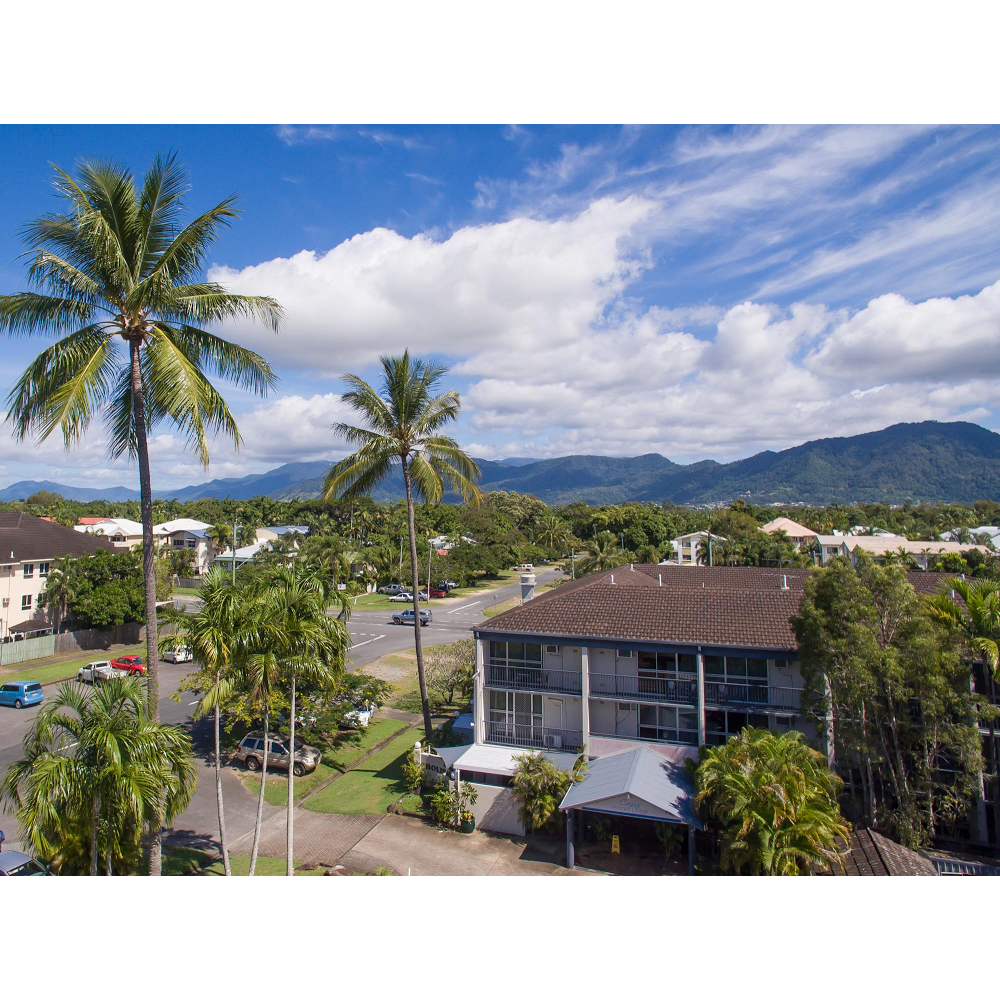 Cairns Holiday Lodge | lodging | 259 Sheridan St, Cairns North QLD 4870, Australia | 0740525000 OR +61 7 4052 5000