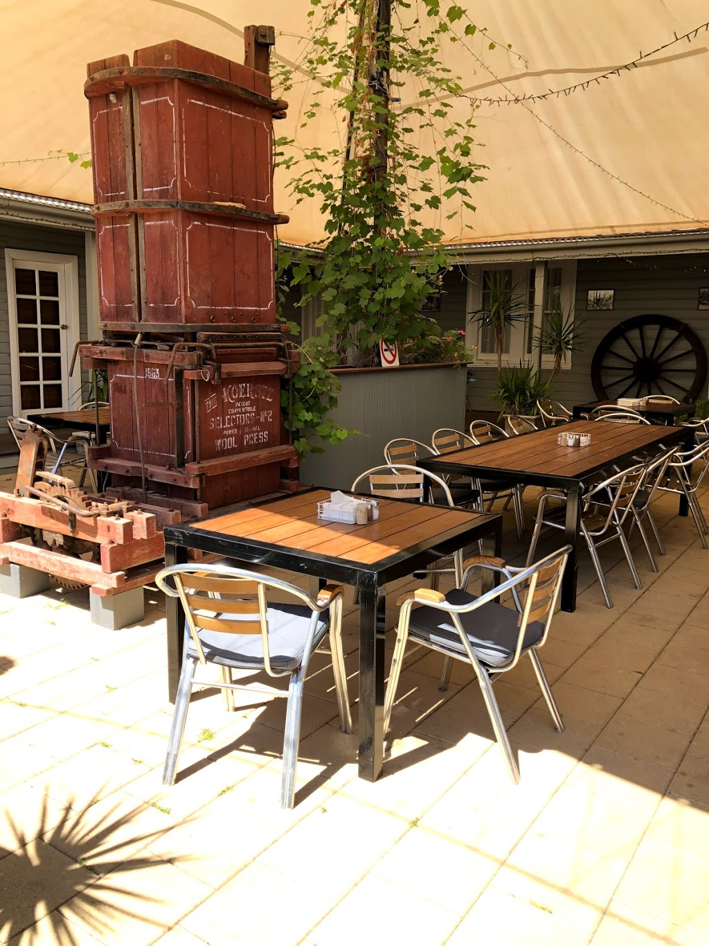 The Convent Hay- Boutique Accommodation & Café | cafe | 160 Pine St, Hay NSW 2711, Australia | 0467740217 OR +61 467 740 217