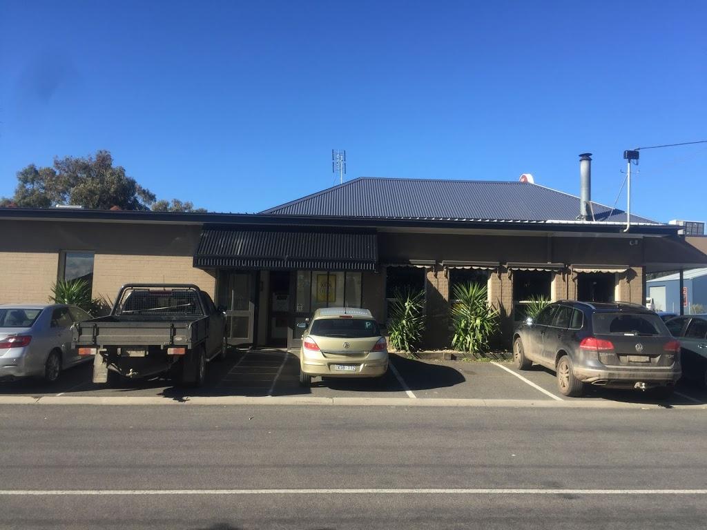 Colac East Hotel | restaurant | 9/1 Dalton St, Colac East VIC 3250, Australia | 0352312136 OR +61 3 5231 2136