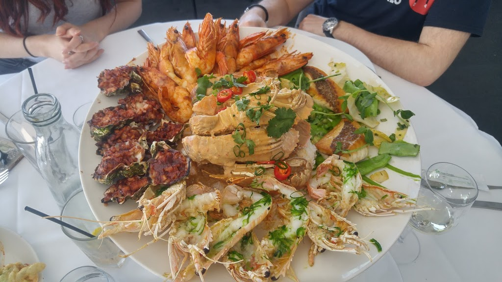 Harbourfront Seafood Restaurant | restaurant | 2 Endeavour Dr, Wollongong NSW 2500, Australia | 0242272999 OR +61 2 4227 2999