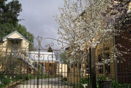 Fitzgeralds on Lyttleton | lodging | 108 Lyttleton St, Castlemaine VIC 3450, Australia | 0419576538 OR +61 419 576 538