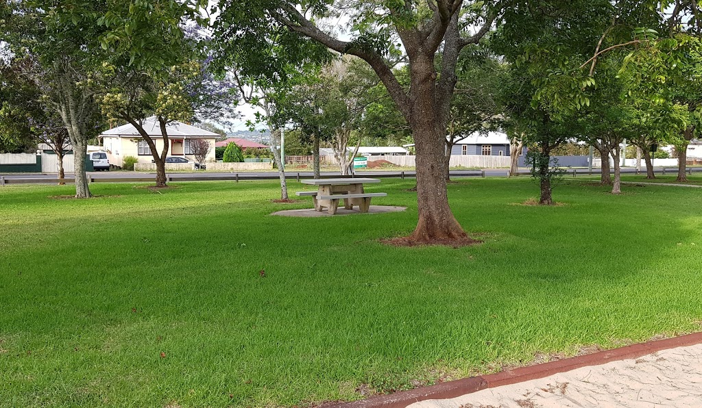 Coronation Park   park   102-108 Stephen St, Harristown QLD 4350, Australia