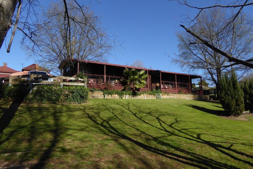 Tumut Log Cabins | lodging | 30 Fitzroy St, Tumut NSW 2720, Australia | 0269474042 OR +61 2 6947 4042