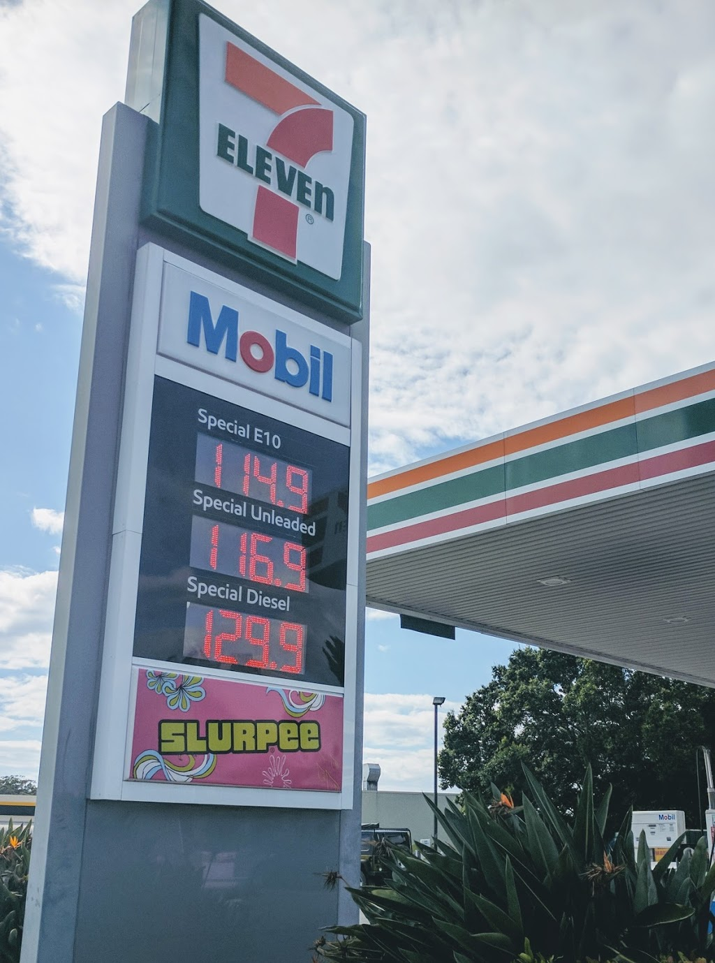 7-Eleven Ashmore | gas station | 400 Southport Nerang Rd, Ashmore QLD 4214, Australia | 0755393966 OR +61 7 5539 3966
