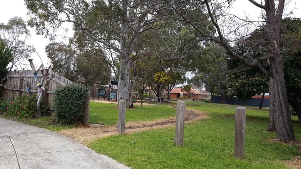 Dowle Reserve   park   Dowle St, Macleod VIC 3085, Australia