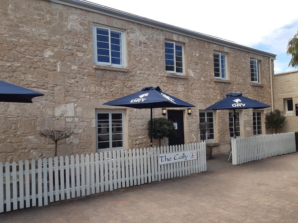 Caledonian Inn   bar   1 Victoria St, Robe SA 5276, Australia   0887682029 OR +61 8 8768 2029