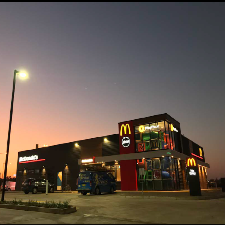 McDonalds Johnston | cafe | 3 Tarakan Ct, Johnston NT 0832, Australia | 0879228100 OR +61 8 7922 8100