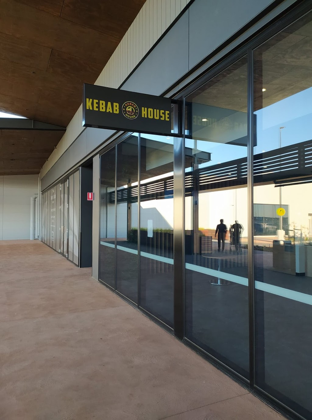 Manor Lakes Kebab House | restaurant | 455 Ballan Rd, Wyndham Vale VIC 3024, Australia | 0450917617 OR +61 450 917 617