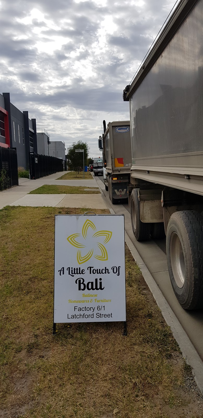 A little touch of Bali | shopping mall | 6/1 Latchford Street, Cranbourne West VIC 3977, Australia | 0433785910 OR +61 433 785 910